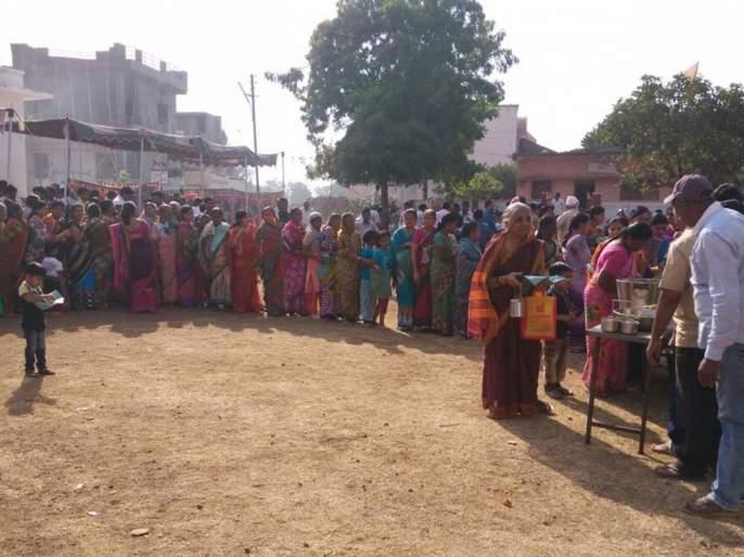 Datta Jayanti festival celebrated : Thousands of devotees took great advantage of Mahaprashad | मंगरुळपिरात दत्त जयंती उत्सव :हजारो भाविक भक्तांनी घेतला महाप्रसादाचा लाभ