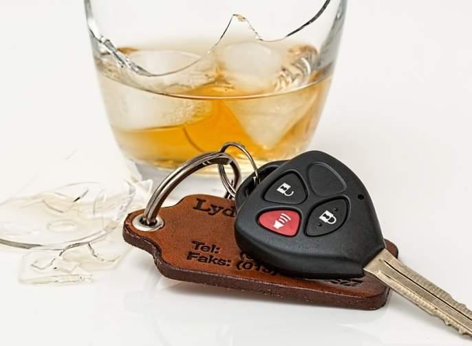 Increase in alcoholic drivers, third party insurance mandatory? | मद्यपी वाहनचालकांच्या शिक्षेत वाढ, थर्ड पार्टी विमा अनिवार्य ?