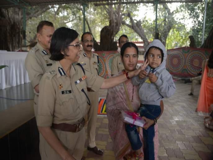 Sankrati was happy; Pune Police recovers Rs 1 crore | संक्रातीचा आनंद झाला गोड; पुणे पोलिसांनी परत केला १ कोटी रुपयांचा मुद्देमाल
