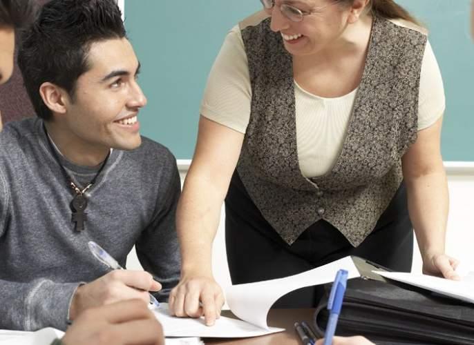 Be able for teaching English and get a chance of tourism | इंग्रजी शिकवण्याच्या बदल्यात परदेशात पर्यटनाची संधी!