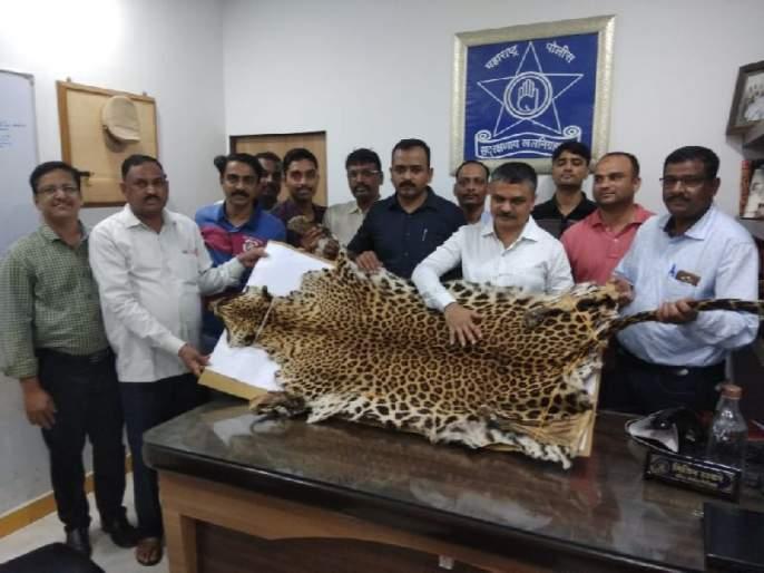leopard skin sellers arrested by crime branch | बिबट्याचे कातडे विक्रीसाठी आलेली दुकली गजाआड