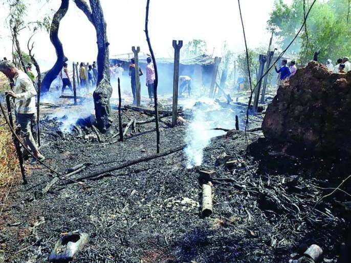 Balegaon, house at Vani, Cold Fire; Loss of six lakh | बळेगाव, वणी येथे घर, गोठय़ाला आग; सहा लाखांचे नुकसान