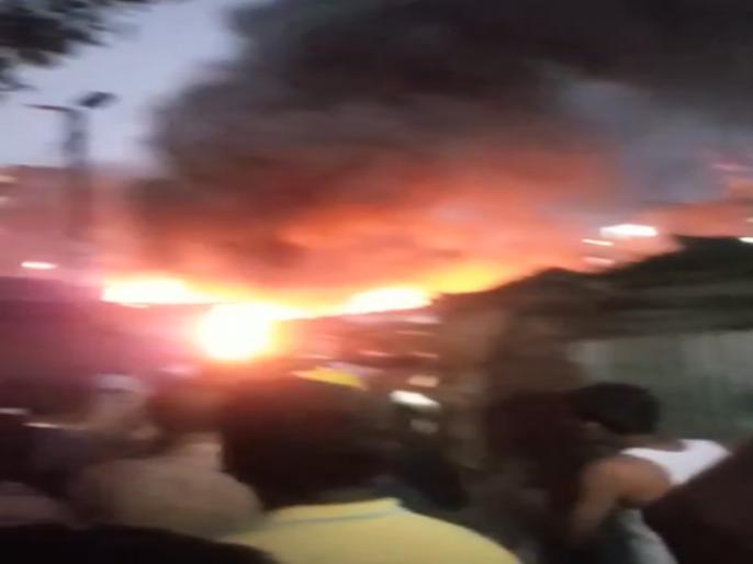 Video: Bhavani Peth plots to factory factory fire   Video : भवानी पेठेत प्लॉस्टिकच्या कारखान्याला भीषण आग