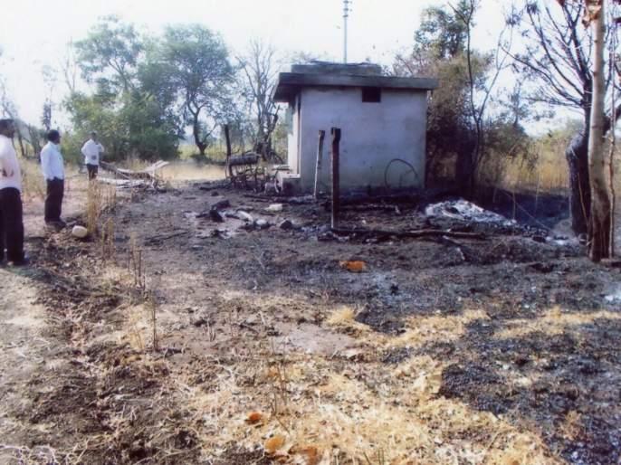Washim: fire at pimpalgaon | वाशिम: पिंपळगाव येथील आगीत २.७८ लाखाचे साहित्य खाक !