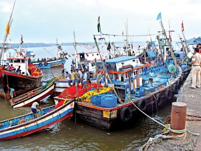 Movement in the rally at Bodani, Koli brothers, threatens traditional fishing due to LED fishing | एलईडी फिशिंगमुळे पारंपरिक मासेमारीला धोका , कोळी बांधवांचा बोडणी येथील सभेत आंदोलनाचा इशारा