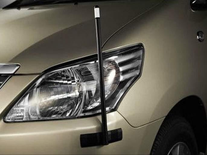 car flag pole useful for flag and understand side judgement | कारला झेंडा लावण्यासाठी असलेली दांडी साइड कळण्यासाठीही उपयुक्त