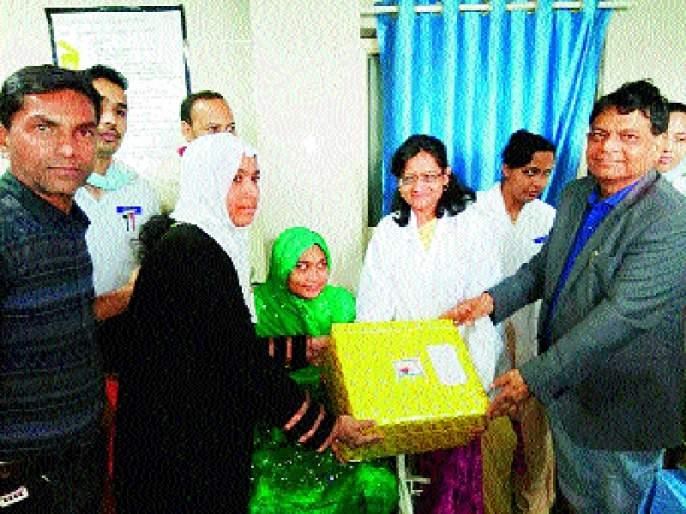 Thank you! After the best treatment, the patient has given medicines gift to the valley hospital | अशीही कृतज्ञता ! उत्तम उपचारानंतर रुग्णाने घाटी रुग्णालयास दिले औषधी भेट
