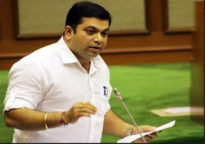 Goa: Give one month extension to regularize houses | गोवा : घरे नियमित करण्यासाठी एक महिन्याची मुदतवाढ देणार