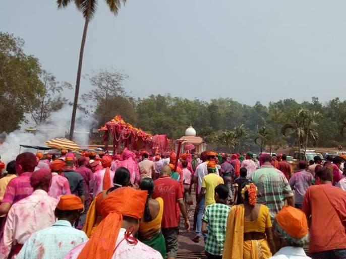 Hindus and Catholics celebrate Kundalikarni's Chhatrotsav | हिंदू व कॅथलिकांनी एकत्रित साजरा केला कुंकळ्ळीकरिणीचा छत्रोत्सव