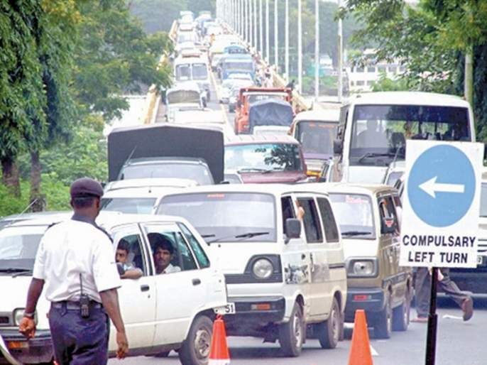 The reward of 69 thousand rupees received by sending photographs of traffic violators to the police | पोलिसांना वाहतूक नियमांचा भंग करणा-यांचे फोटो पाठवून मिळविले ६९ हजारांचे बक्षिस