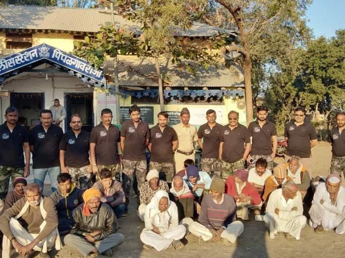 Action against 28 people who were beaten to death by a Goodmaning squad | गुडमॉर्निग पथकाकडून उघड्यावर शौचास जाणाऱ्या २८ व्यक्तीविरुद्ध कारवाई