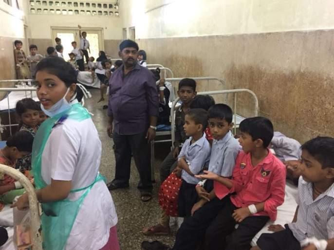 Death of a girl in a school of BMC | मुंबई महापालिकेच्या शाळेत विषबाधा, एका विद्यार्थिनीचा मृत्यू