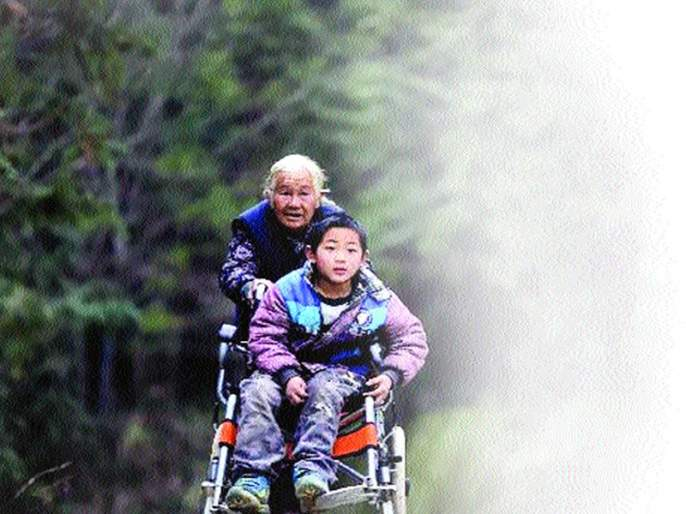 This grandmother runs 24 km daily | या आजी चालतात रोज २४ किमी