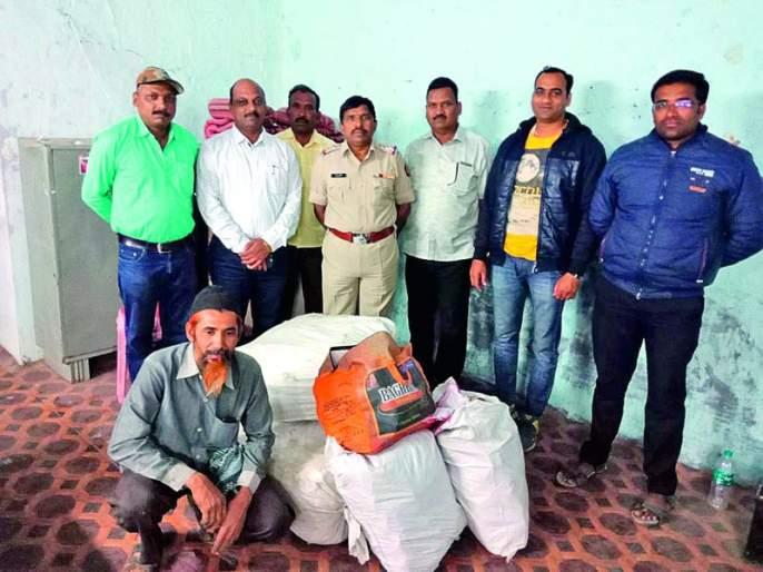 Karanja police caught a gutka of 1.15 lakhs! | कारंजा पोलिसांनी १.१५ लाखांचा गुटखा पकडला!