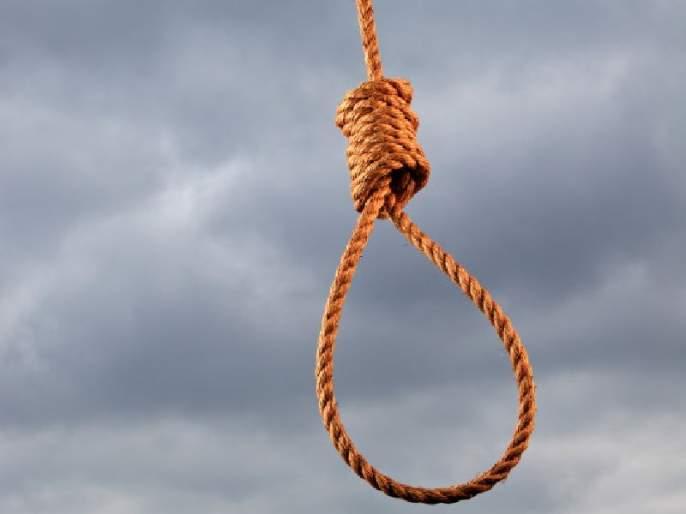 Suicides by a young farmer in Nashik district | नाशिकजिल्ह्यात कर्जबाजारी तरूण शेतक-याची आत्महत्या