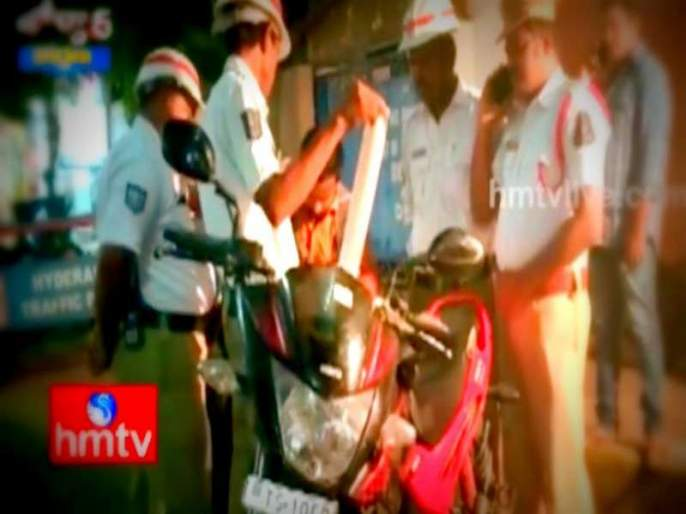 How many rules will break the motorcyclist? The police were shocked... | अरे किती नियम मोडणार हा मोटारसायकल स्वार? पोलीसही झाले हैराण...