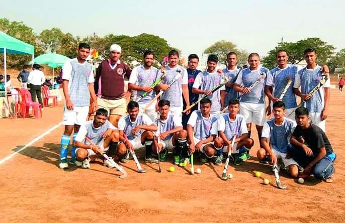 Akola team reached semi-finals in state-level hockey tournament; Akola team prevented Bhusawal Railways 3-0! | राज्यस्तरीय हॉकी स्पर्धेत अकोला संघाने गाठली उपान्त्य फेरी;अकोला संघाने भुसावळ रेल्वेला ३-0 ने रोखले!