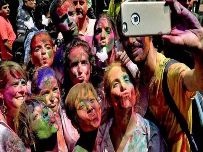 Holi is not celebrated in this village | या गावात साजरी होत नाही होळी
