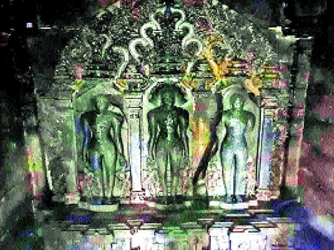 The ancient sculpture of the Jain temple, the sculpture of rare sculptures are ignored, type of oyas | जैन मंदिरात प्राचीन कोरीव मूर्ती, दुर्मीळ शिल्पकलेचा ठेवा दुर्लक्षित, औशामधील प्रकार
