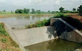 Completion of 38 lakes; 92 water shades works has been done | १५ गावातील ३८ शेततळे पुर्ण, ९२ बंधाऱ्यांचे खोलीकरण
