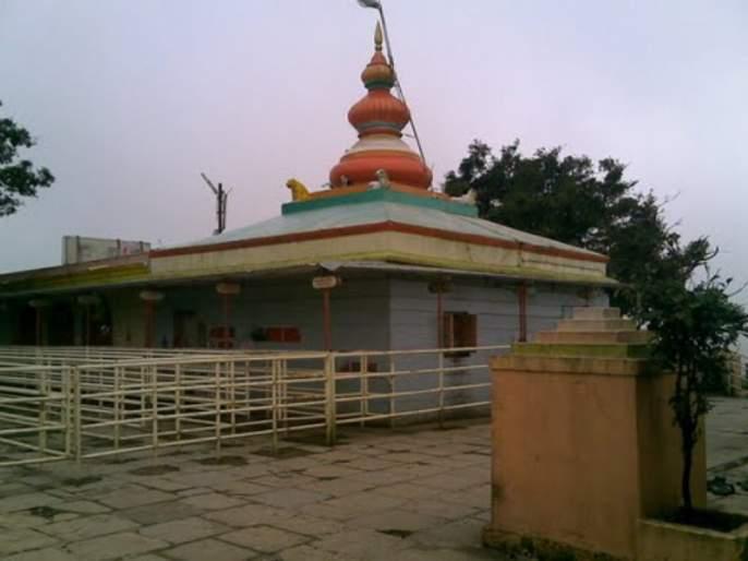 The crowd of millions of devotees on the first day of Mandhar dev KaluBai Yatra, wai | वाईतील मांढरदेव काळूबाईदेवीच्या यात्रेला पहिल्याच दिवशी लाखो भाविकांची गर्दी