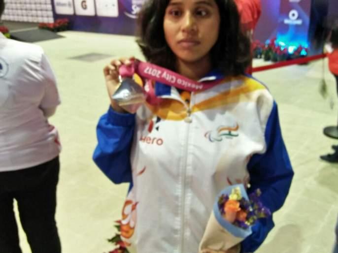 Kanchanmala Pandey of Nagpur won Gold in World Para swimming   विश्व पॅराजलतरणात नागपूरच्या कांचनमाला पांडेला सुवर्ण