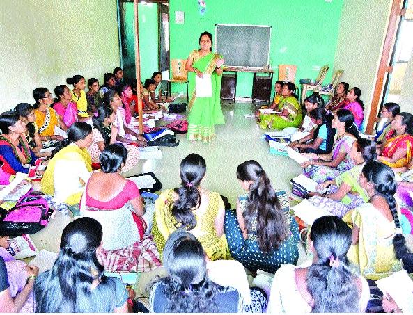 Fifty-three women in Class X's 'Second Chance' | पन्नाशीतील महिलांकडून दहावीचा 'सेकंड चान्स'
