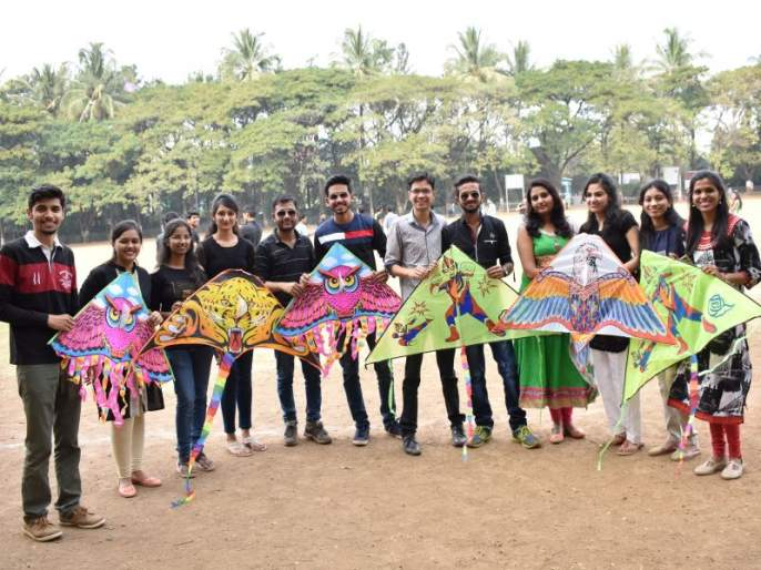 In KK Tiger College, students celebrate kite festival on the occasion of Makar Sankranti | के के वाघ महाविद्यालयात रंगला पतंगोत्सव, मकरसंक्रातीच्या निमित्ताने विद्यार्थ्यांनी केली काळी वेशभूषा