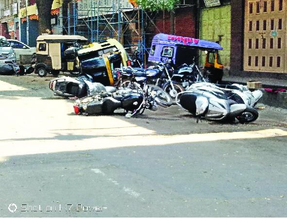 The vehicle that was found in the Shahupuri area was broken | शाहूपुरी परिसरात दिसेल ती गाडी फोडली