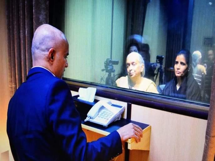 Kulbhushan Jadhav had confessed to his mother that he was a detective says Pakistan | पाकिस्तानची नवी खेळी...म्हणे कुलभूषण जाधव यांनी आईकडे आपण गुप्तहेर असल्याची दिली कबुली