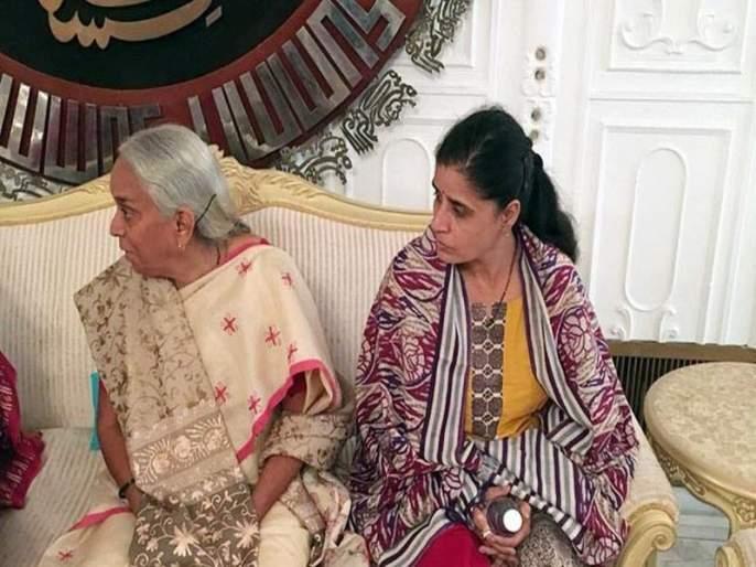 Regrettably! Kulbhushan Jadhav's mother was not able to speak in Marathi, Tikili and banglas took away   संतापजनक ! पाकिस्तानने कुलभूषण जाधव यांच्या आईला मराठीतून संवाद साधण्यास केला मज्जाव