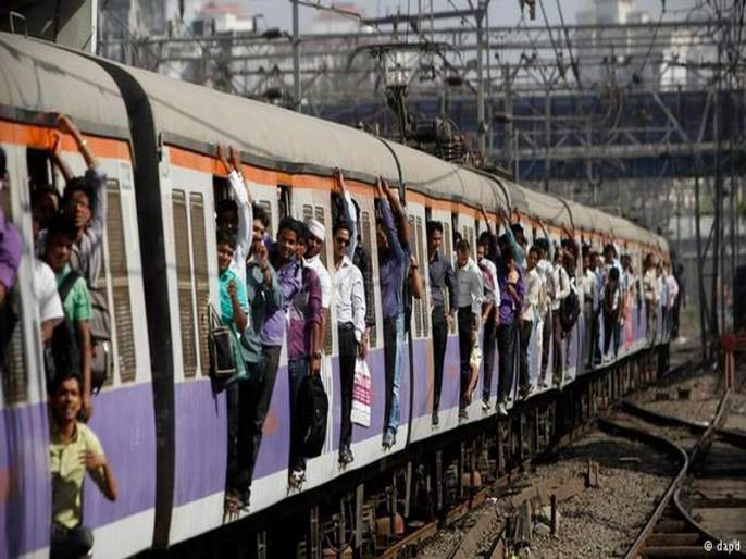 Man enters inside ladies compartment of Mumbai local train create rucks | मुंबई लोकलमध्ये महिलांच्या डब्यात मनोरुग्ण चाकू घेऊन शिरल्याने गोंधळ