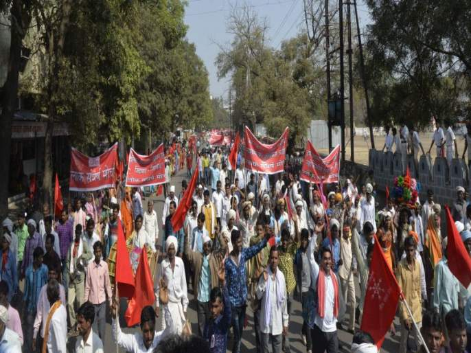 in Jalgaon loksangharsha morcha 'Ladhenge ... Jitenge' 'slogan   जळगावात लोकसंघर्ष मोर्चाचा 'लढेगे...जितेंगे' चा नारा