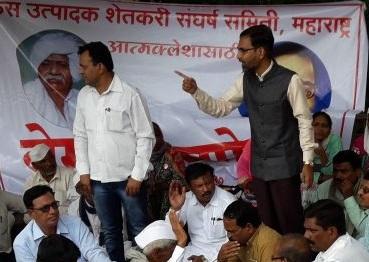 Do not suppress the agitation of farmers - Ajit Navale's criticism | लोणीत आत्मक्लेश : विखेंनी शेतक-यांचे आंदोलन दडपू नये-अजित नवले यांची टीका