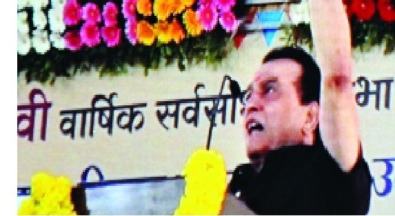 Kolhapur: Mahadevrao Mahadik presented directly at Bawwadia, Satej Patil, home of Nizar | कोल्हापूर : महादेवराव महाडिक थेट बावड्यात, सतेज पाटील, नेजदारांच्या घरी दिली भेट