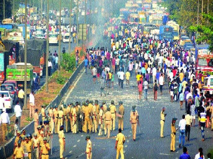 Karegaon-Bhima crisis; Stressful peace in the state of Mumbai, Mumbai   कोरेगाव-भीमा घटनेचे पडसाद ; मुंबई, राज्यात तणावपूर्ण शांतता, प्रकाश आंबेडकरांची आज महाराष्ट्रबंदची हाक