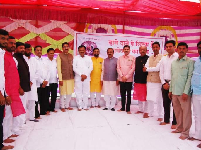 Panchayat Raj committee members on Solapur district tour | सोलापूर जिल्हा दौºयावर असलेल्या पंचायत राज समितीच्या सदस्यांनी मार्डी येथे घेतला हुरडा पार्टीचा आस्वाद