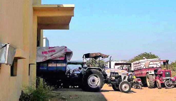 In the agrarian crisis of maize farmers in Buldana district | बुलडाणाजिल्ह्यातील मका उत्पादक शेतकरी संकटात