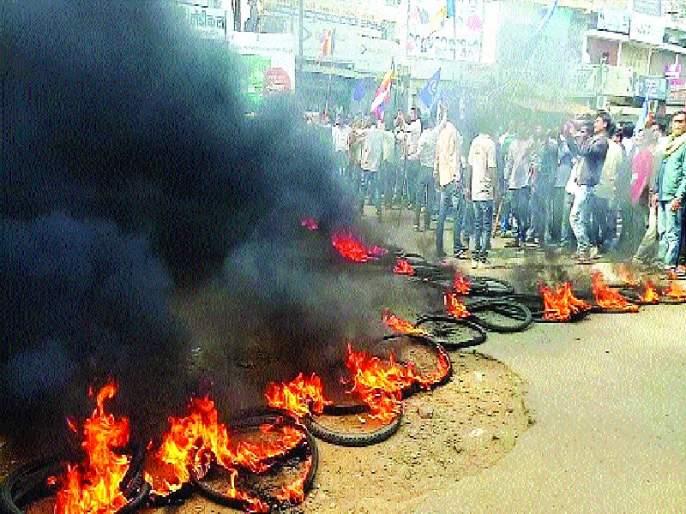 Vidarbha spontaneous shutdown; Arson | विदर्भात उत्स्फूर्त बंद; जाळपोळ