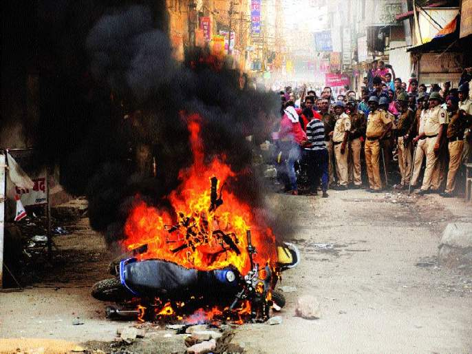 Disturbance of Maharashtra, violent turn of Maharashtra bandh, Korgaon Bhima, Wadhoo | असंतोषाचा भडका, महाराष्ट्रबंदला हिंसक वळण, कोरेगाव भीमा, वढू येथील घटनेचे राज्यभरात पडसाद