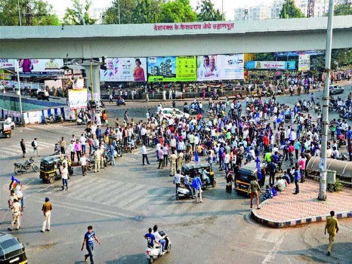 Drops in the Coorga Bhima: Dr Dudu Ambedkar Statue Complex | कोरेगाव भीमातील संघर्षाचे पडसाद :घोषणांनी दुमदुमला डॉ. आंबेडकर पुतळा परिसर