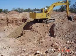 Order to move all the machinery on mines in Goa | गोव्यात खाणींवरील सर्व मशिनरीहलविण्याचे आदेश