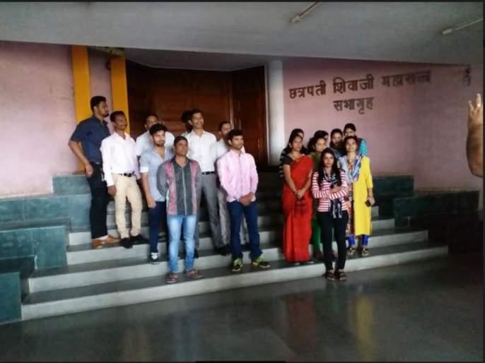 Mira-Bhairinder Municipal Corporation slams 37 contractual computer operators; Expense options | मीरा-भार्इंदर महापालिकेने ३७ कंत्राटी संगणक चालकांची केली कपात; खर्चावरील पर्याय