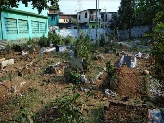 Ambernath: Wait for the burial of a woman for 20 hours for 20 hours | अंबरनाथ : दफनविधीसाठी महिलेच्या मृतदेहाला 20 तास करावी लागली प्रतीक्षा