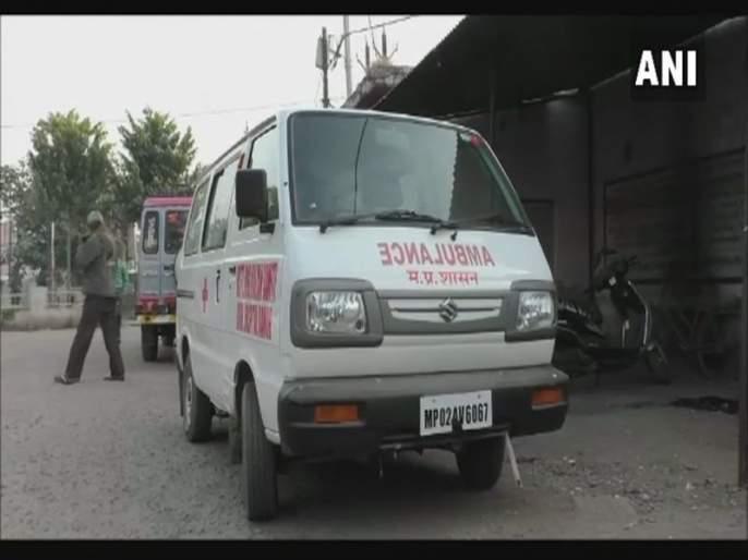 One and a half year old girl dies after the ambulance carrying her was stuck in a traffic jam | दुर्देवी ! लग्नाच्या वरातीत अॅम्ब्युलन्स अडकल्याने दीड वर्षाच्या चिमुरडीचा मृत्यू
