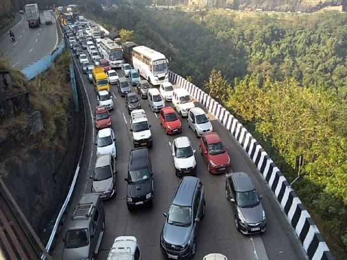 Express-Way: Vehicles leaving for Mumbai will leave at an hour's intervals, use of both rails to solve traffic jams in Khandala Ghat | एक्सप्रेस-वे: मुंबईकडे जाणारी वाहने एक तासाच्या अंतराने सोडणार
