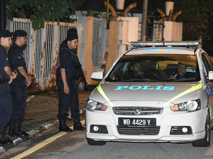 Malaysia: Police raid former PM Najib Razak's residences | नजीब रजाक यांच्या निवासस्थानांवर छापे, भ्रष्टाचाराच्या प्रकरणांची चौकशी सुरु