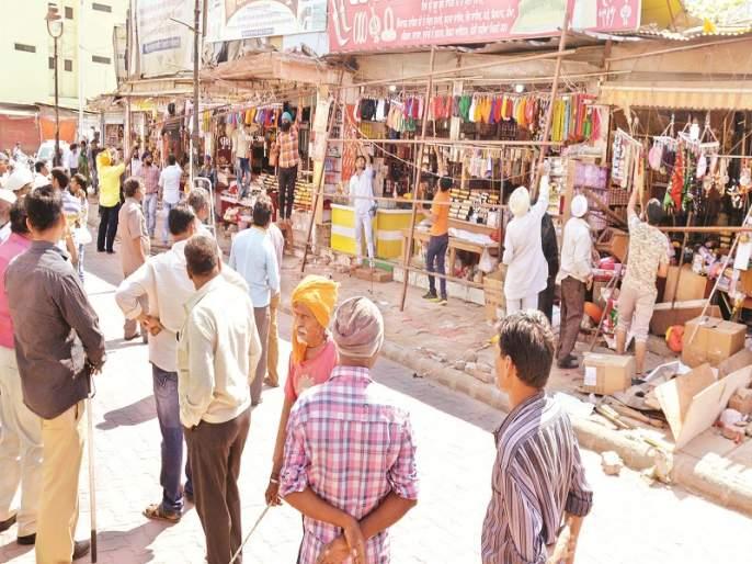 Hammer on many years of encroachment in Nanded Gurudwara area | नांदेड गुरुद्वारा परिसरातील अनेक वर्षांपासूनच्या अतिक्रमणावर हातोडा