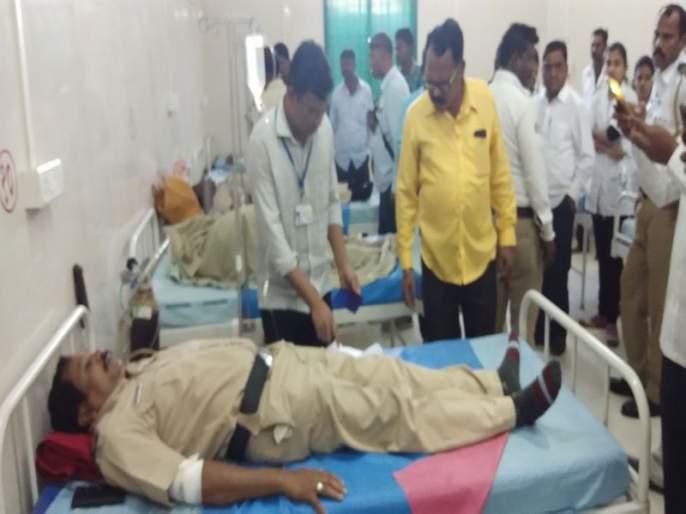Maharashtra bandh: three policemen injured | महाराष्ट्र बंद : नांदेडमध्ये आंदोलकांनी फोडली पोलिसांची गाडी, तीन पोलीस जखमी