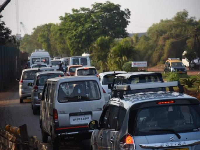 Goa tourists get overflow traffic, traffic jams everywhere | विकेण्डला गोवा पर्यटकांनी ओव्हर फ्लो, ठिकठिकाणी ट्राफिक जाम